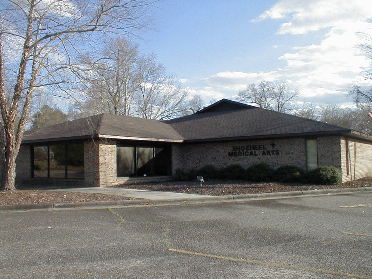 102 Pine St, Maxton, NC 28364
