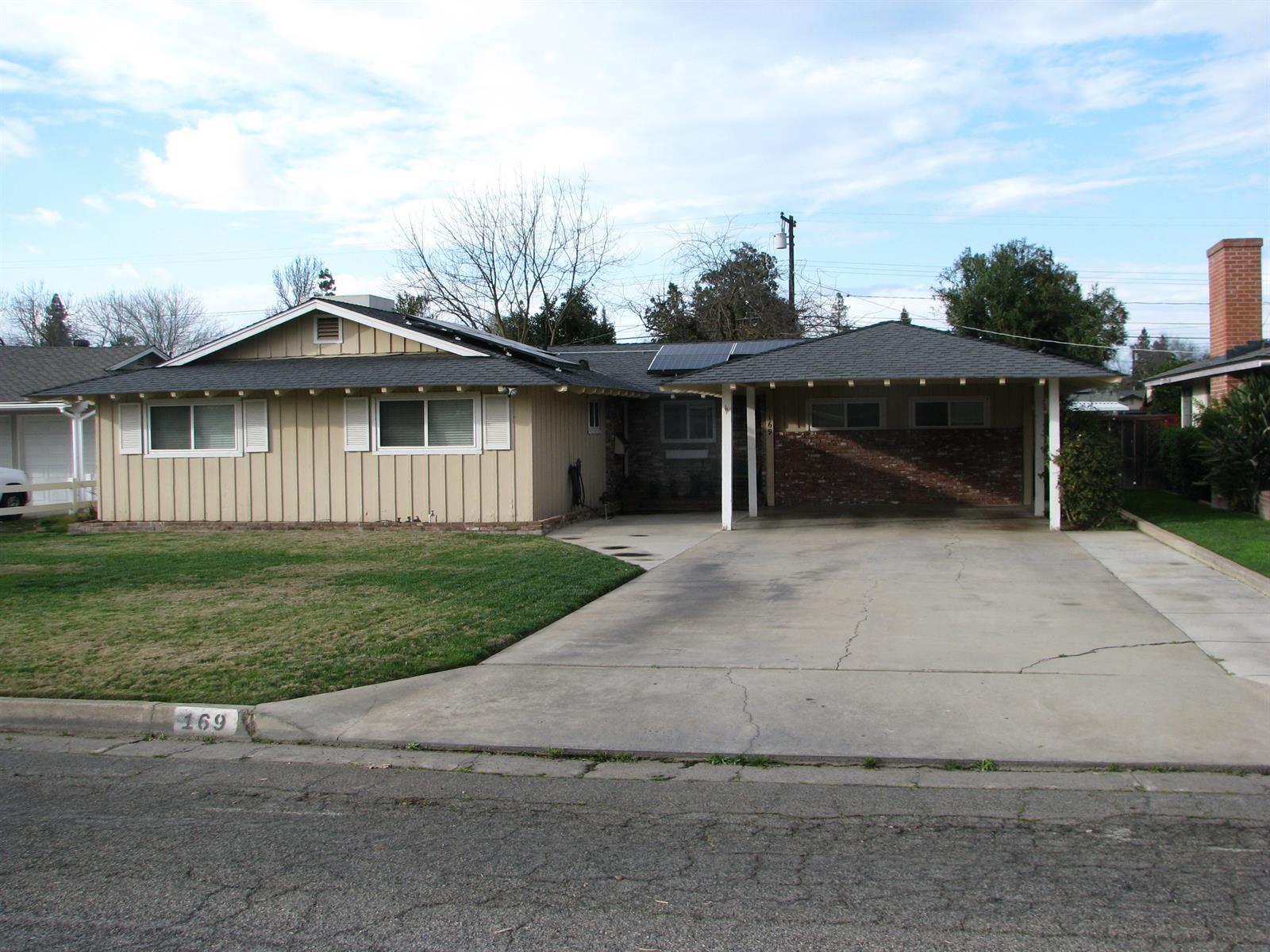169 N Park Dr, Madera, CA 93637