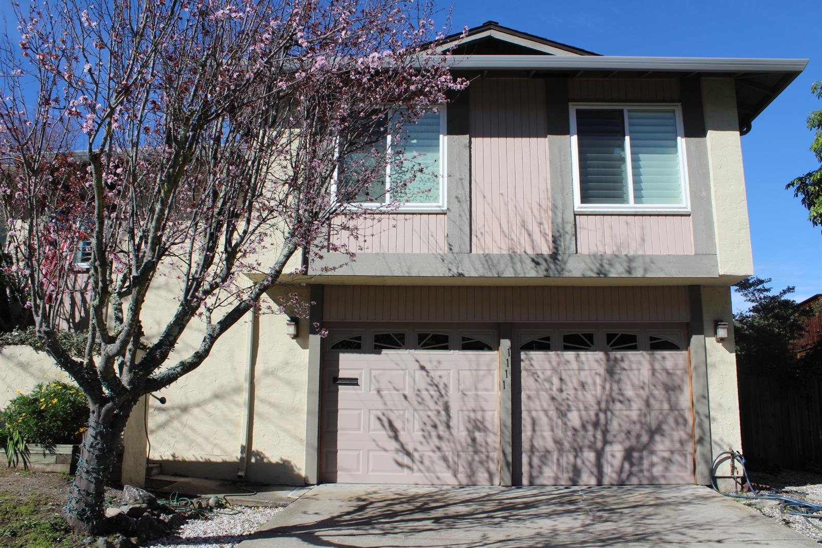 1111 Glacier Ave, Pacifica, CA 94044