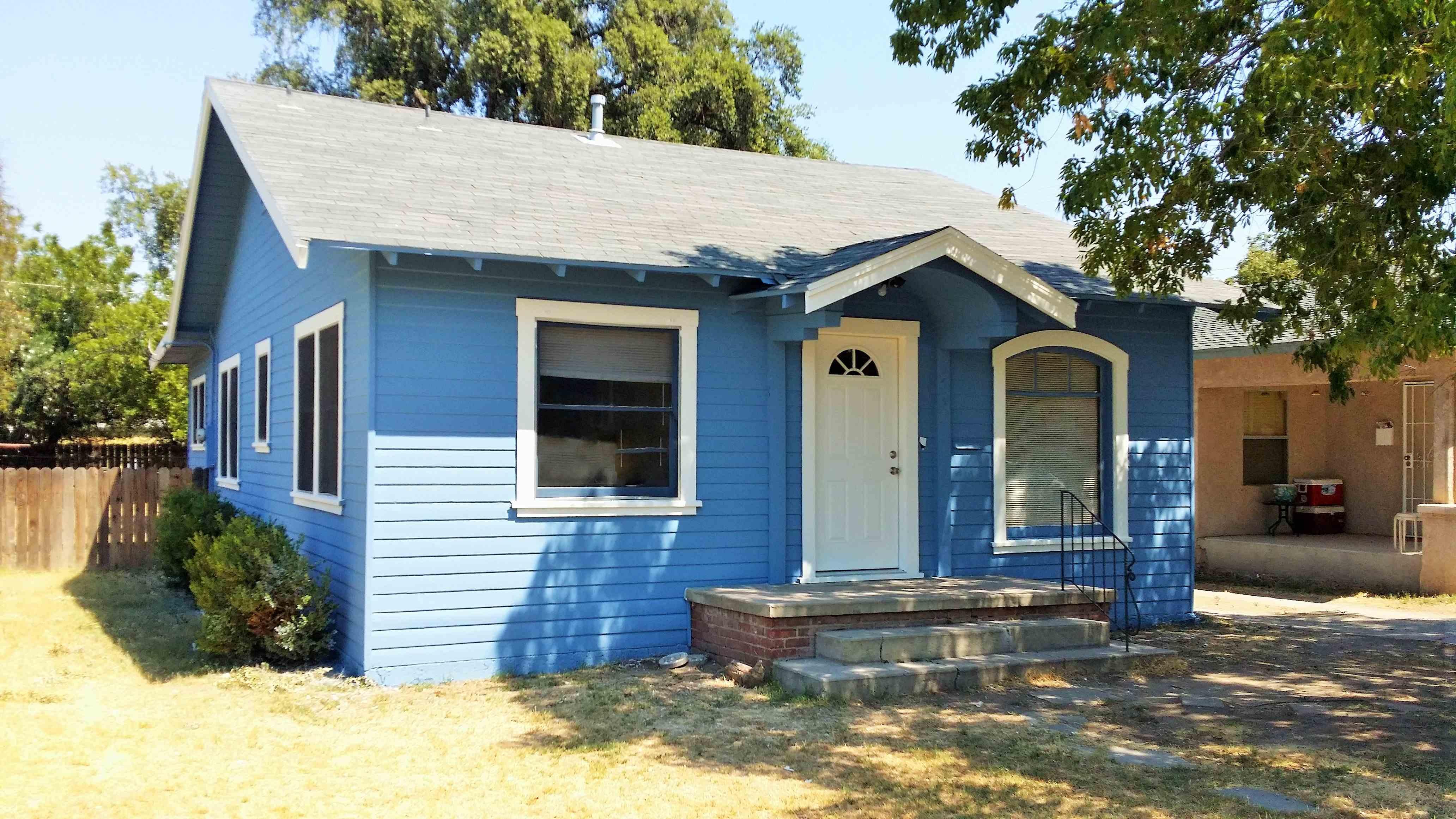 1405 N Green St, Hanford, CA 93230