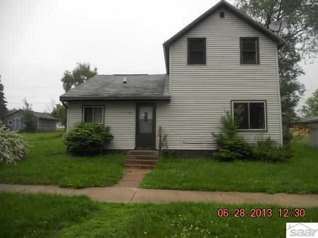 307 W 6th St, Washburn, WI 54891