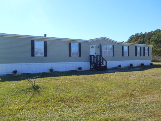 366 Bourbon St, Lumberton, NC 28358