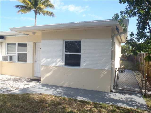5647 Hayes St, Hollywood, FL 33021