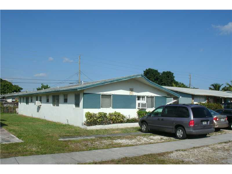 6233 Dawson St, Hollywood, FL 33023