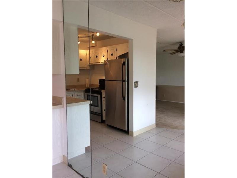 Rental Homes for Rent, ListingId:30467698, location: 500 VILLAGE GREEN CR Palm Springs 33461