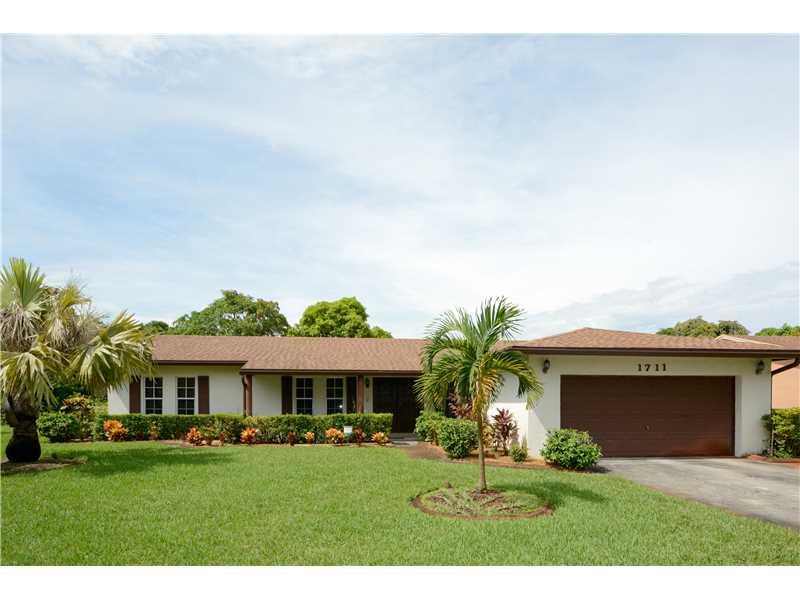 1711 Nw 195th St, Miami Gardens, FL 33056