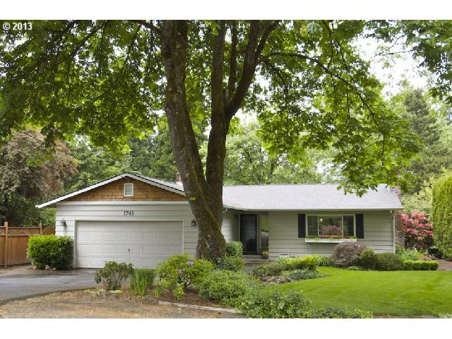 1745 Mapleleaf Rd, Lake Oswego, OR 97034