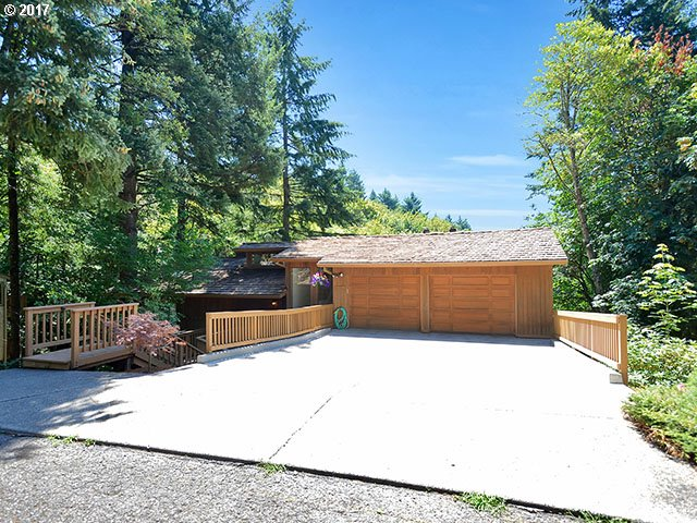 17821 Sundown Ct, Lake Oswego, OR 97034