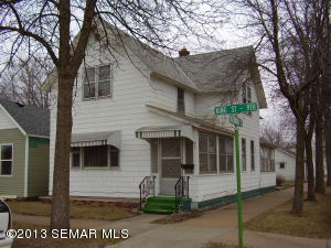 978 E 9th St, Winona, MN 55987
