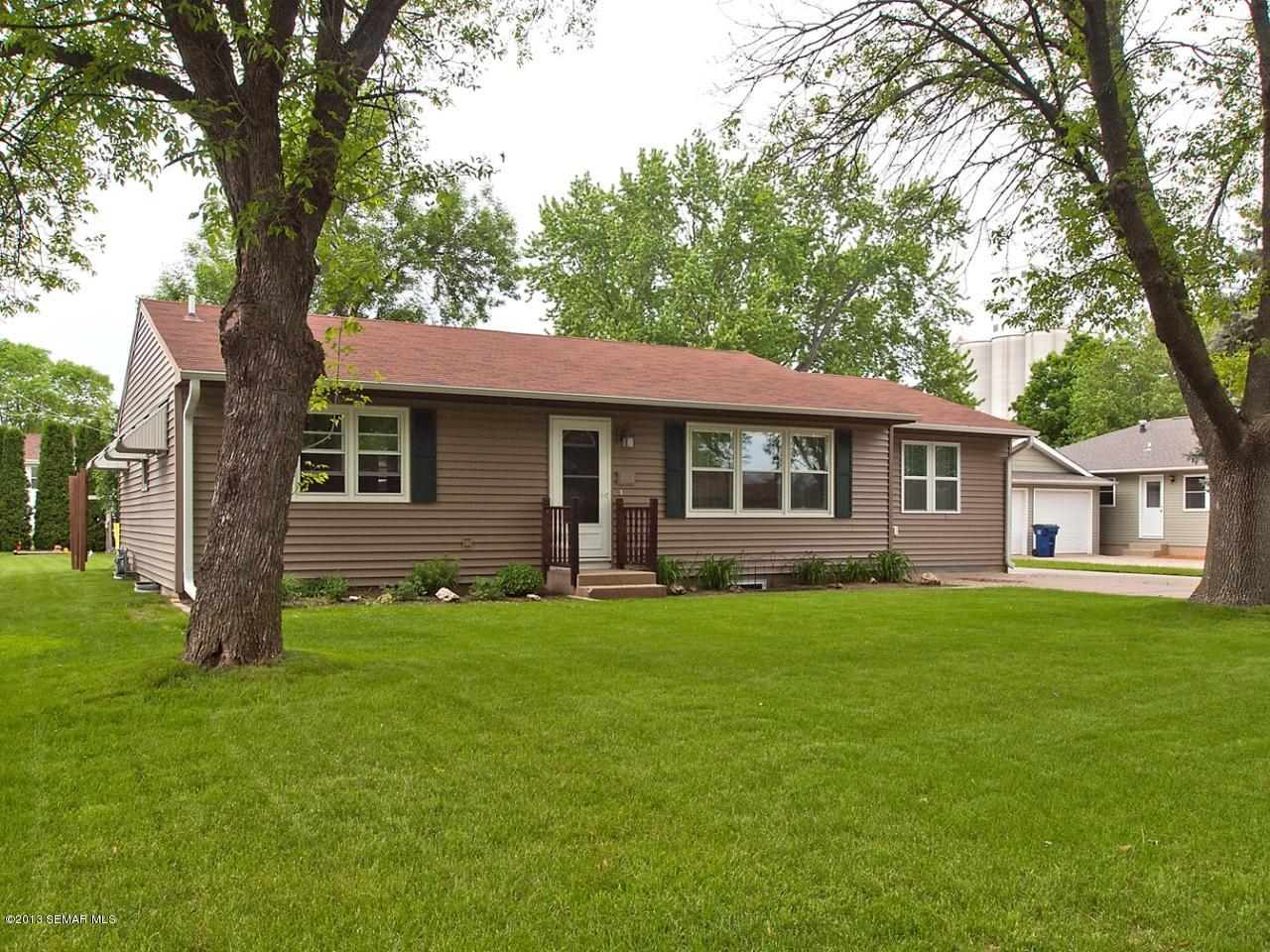 1008 W Elm St, Lake City, MN 55041