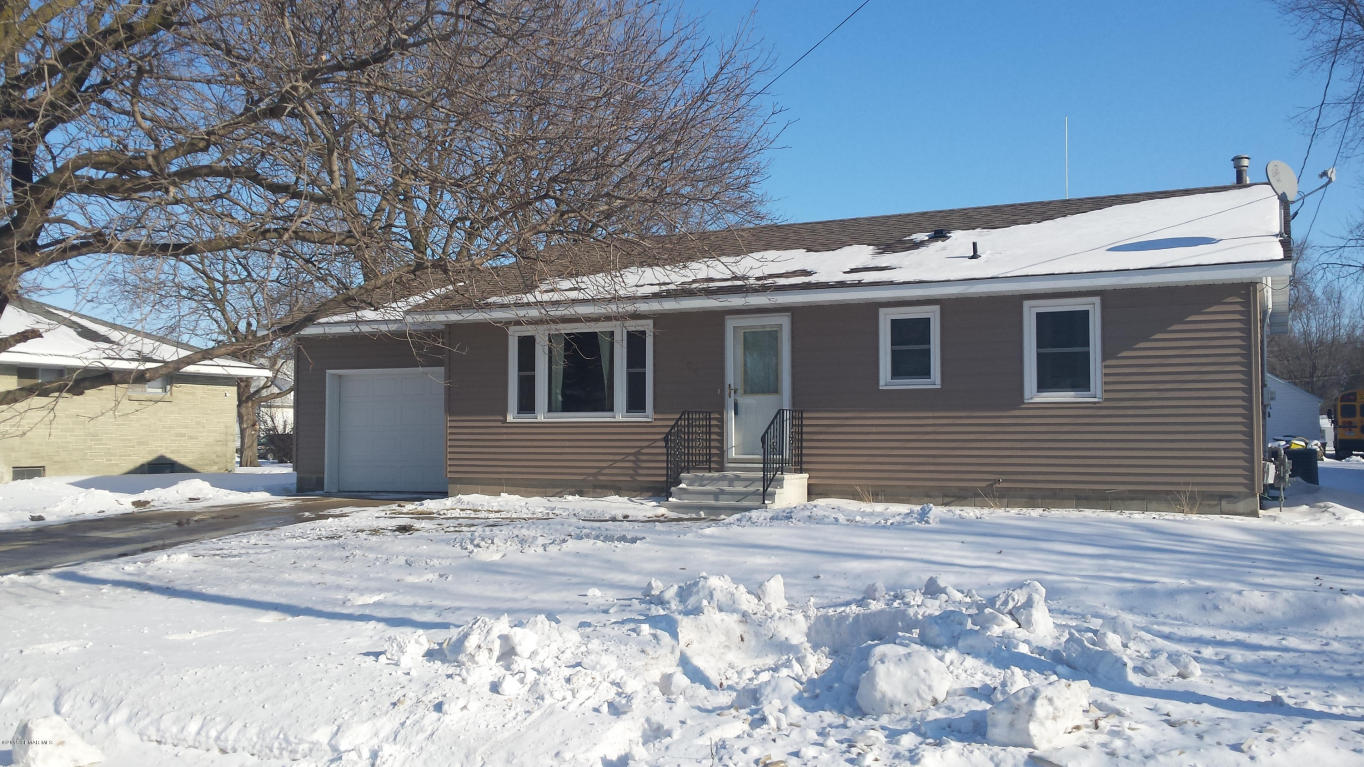 705 Center Ave S, Hayfield, MN 55940