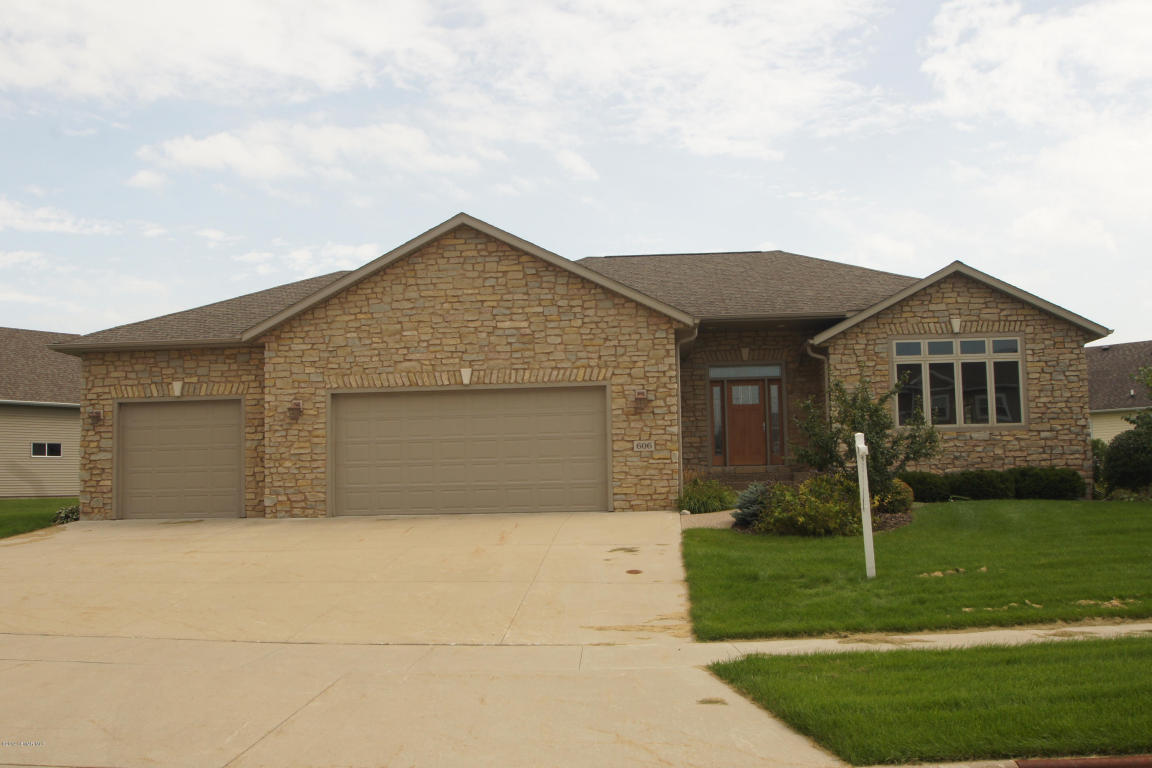 606 13th Ave NW, Dodge Center, MN 55927