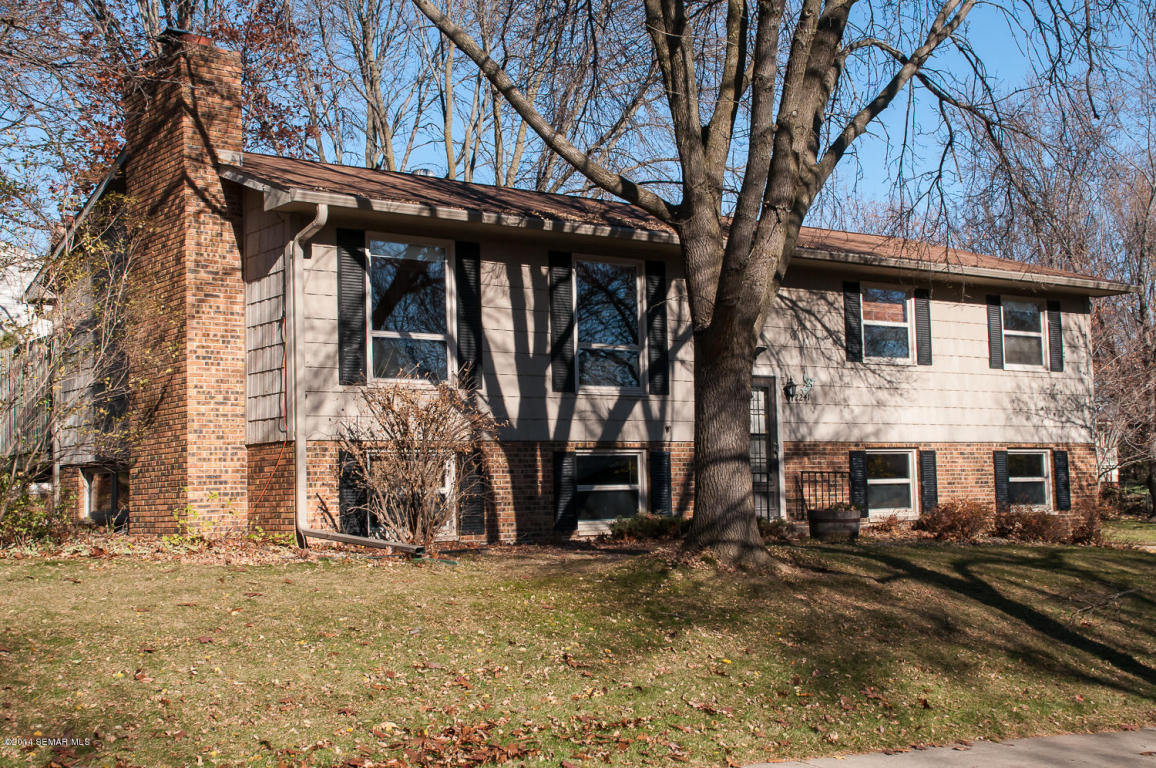 2241 Viking Dr Nw, Rochester, MN 55901