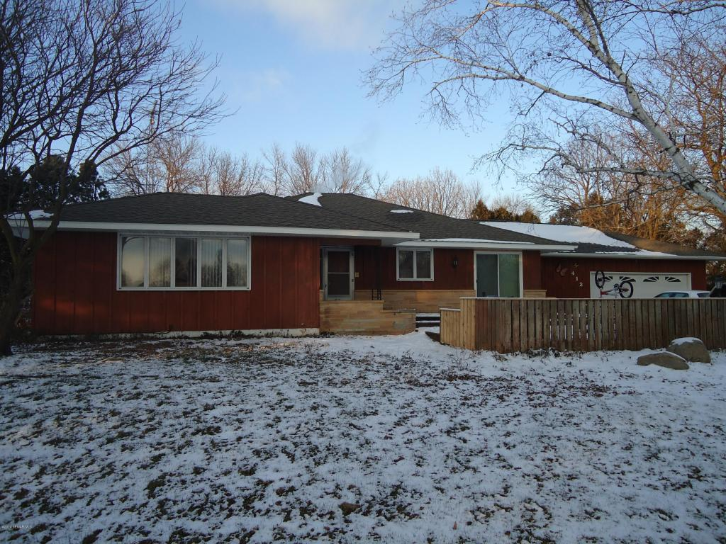 412 2nd St NW, Hayfield, MN 55940