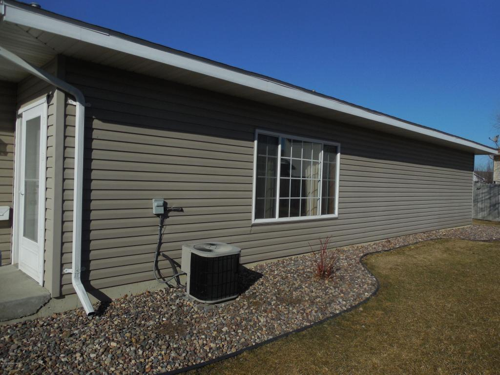 5634 White Oaks Ln Nw, Rochester, MN 55901