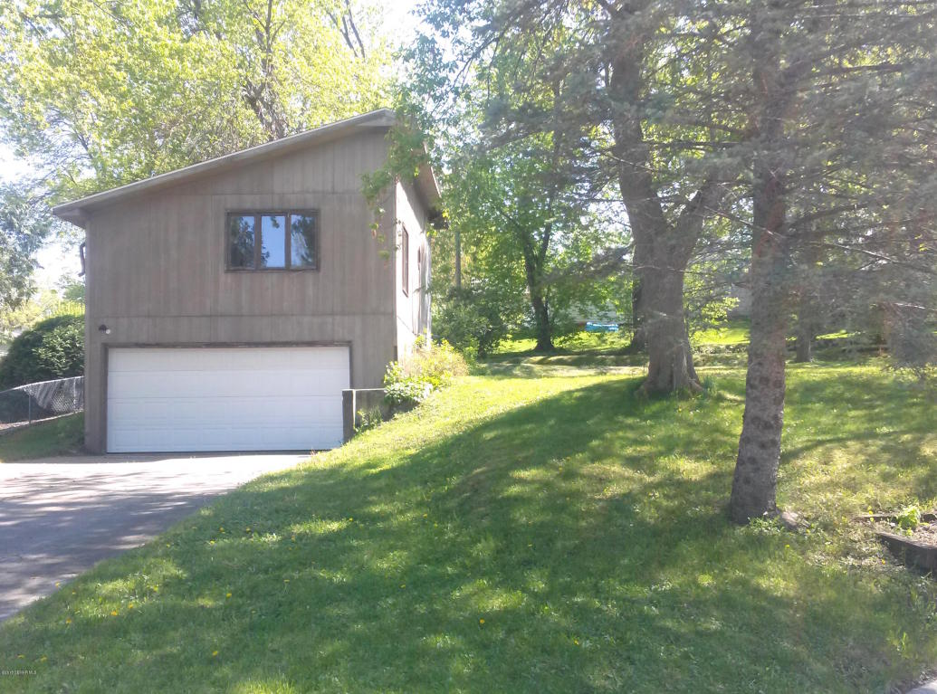 1903 Mark Dr, Albert Lea, MN 56007