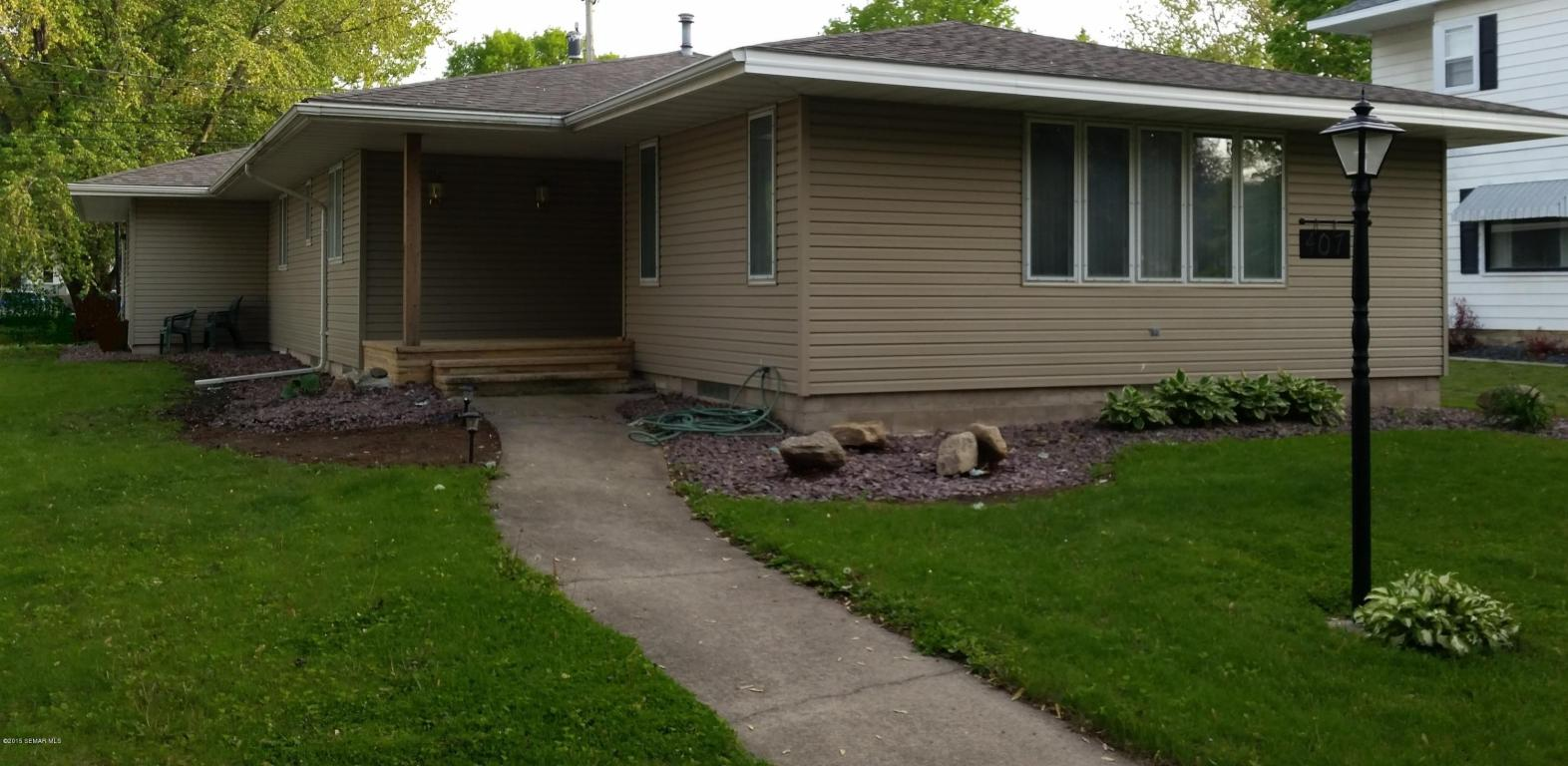 407 Irvin St, West Concord, MN 55985