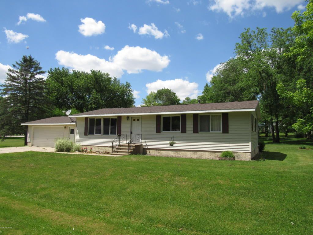 Photo of 2606 Village Road  Decorah  IA