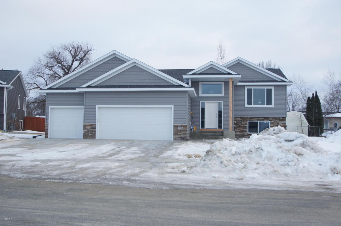 403 7th St NW, Dodge Center, MN 55927