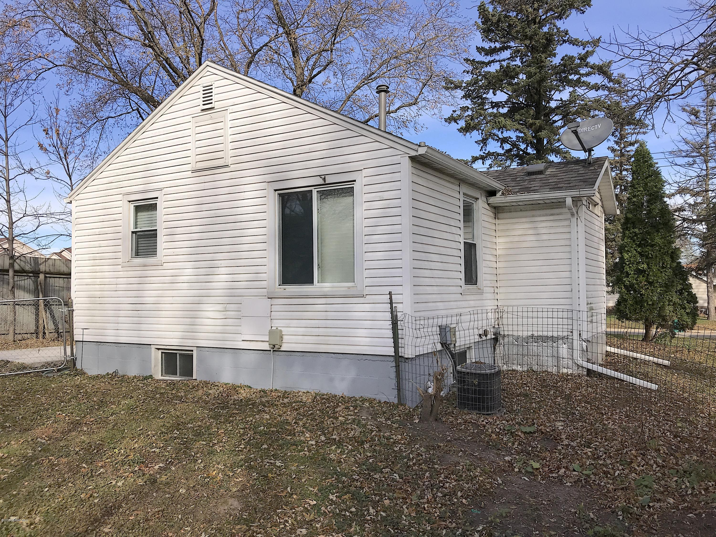 1938 1st Street SW, Rochester in Olmsted County, MN 55902 Home for Sale