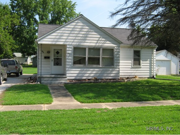 855 E College Ave, Greenville, IL 62246