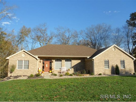 133 Autumn Oaks Ln, Highland, IL 62249
