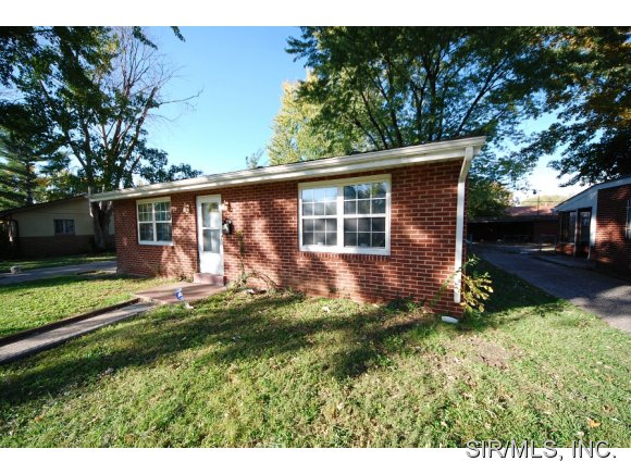 24 Godier Dr, East Saint Louis, IL 62203