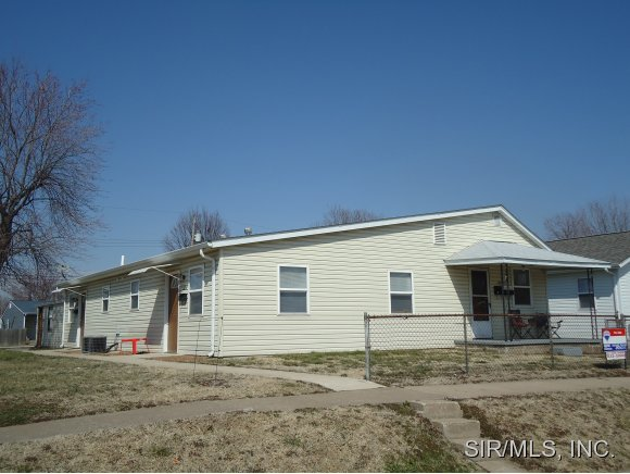 2011 Harris St, Madison, IL 62060