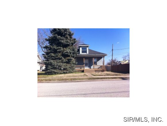 421 Prospect St, Wood River, IL 62095