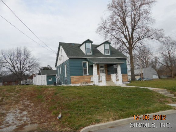 403 S 19th St, Belleville, IL 62226