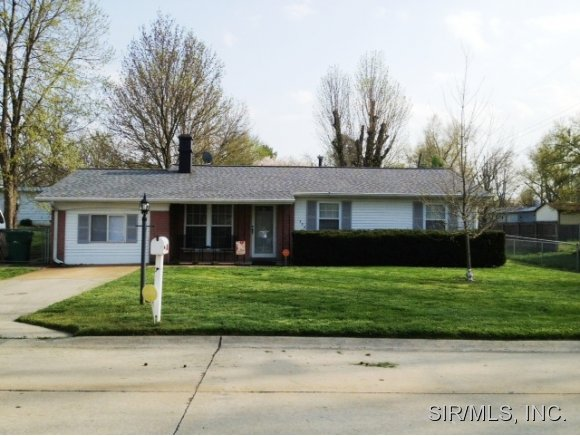 306 E Lexington Dr, Fairview Heights, IL 62208