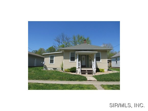723 E Main St, Greenville, IL 62246