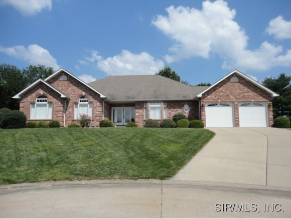 4 Shawnee Ct, Columbia, IL 62236