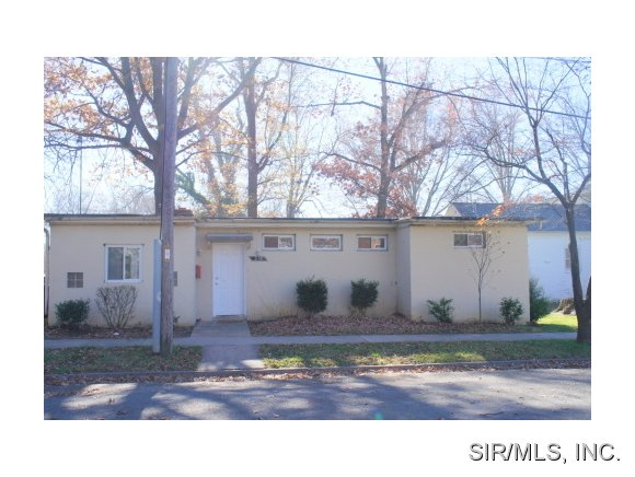 Rental Homes for Rent, ListingId:26169449, location: 210 East SCHUETZ Street Lebanon 62254