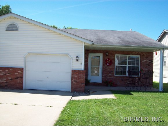 185 Northview Dr, Highland, IL 62249