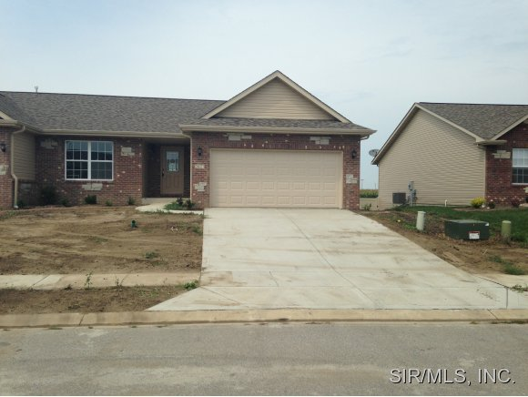2077 Briarbend Ct, Maryville, IL 62062