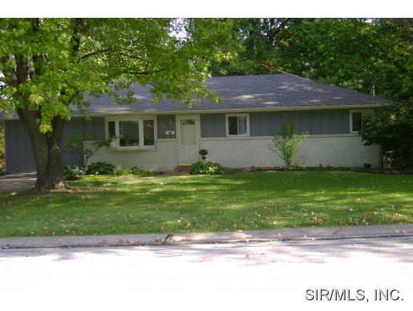 205 Crestwood Dr, Collinsville, IL 62234