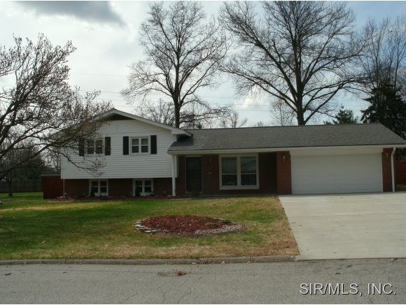 Real Estate for Sale, ListingId: 27580078, Godfrey,IL62035
