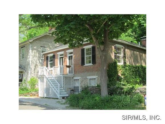54 Mill St, Elsah, IL 62028