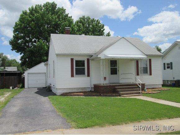 517 N 1st St, Wood River, IL 62095