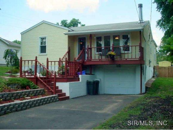 572 Spruce St, East Alton, IL 62024