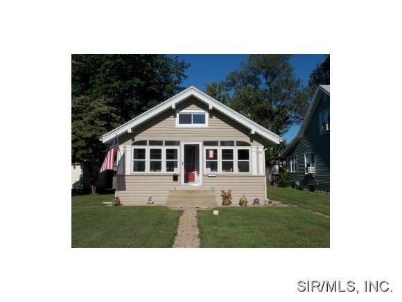 256 S 7th St, Wood River, IL 62095