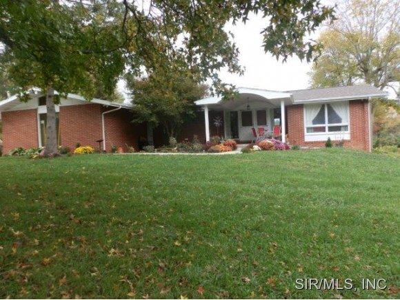 Real Estate for Sale, ListingId: 30293358, Hillsboro,IL62049