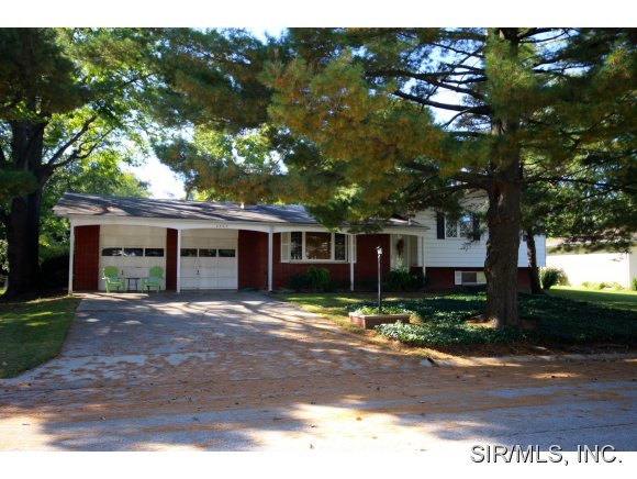 Real Estate for Sale, ListingId: 30345297, Godfrey,IL62035
