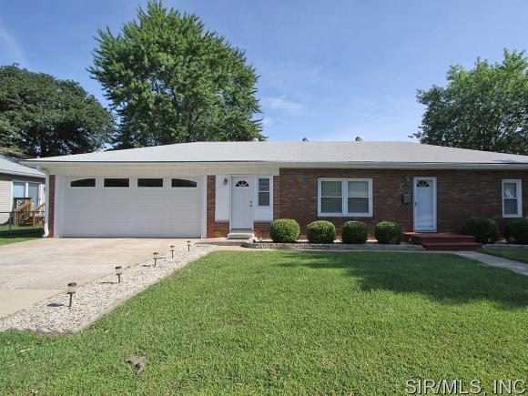 Real Estate for Sale, ListingId: 30553192, Wood River,IL62095