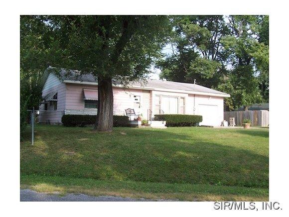 Rental Homes for Rent, ListingId:30965884, location: 301 EDGEWOOD Drive Belleville 62223