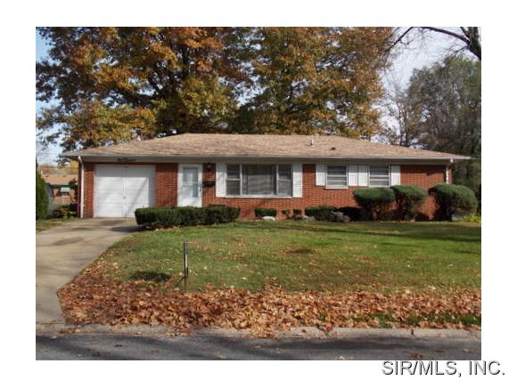 Rental Homes for Rent, ListingId:31110270, location: 112 CHEVY CHASE Drive Belleville 62223