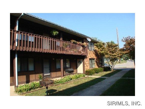 Rental Homes for Rent, ListingId:31522501, location: 2407 FRANK SCOTT Parkway Belleville 62223