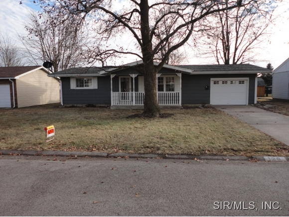 120 Rosewood Dr, Jerseyville, IL 62052