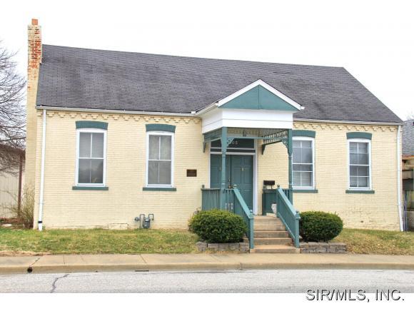 305 S Main St, Columbia, IL 62236